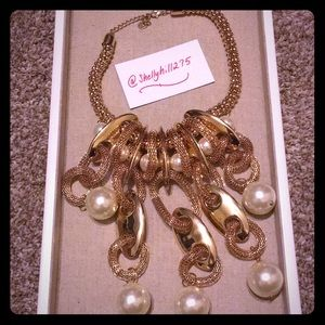 Jewelry - Pearl Statement Necklace